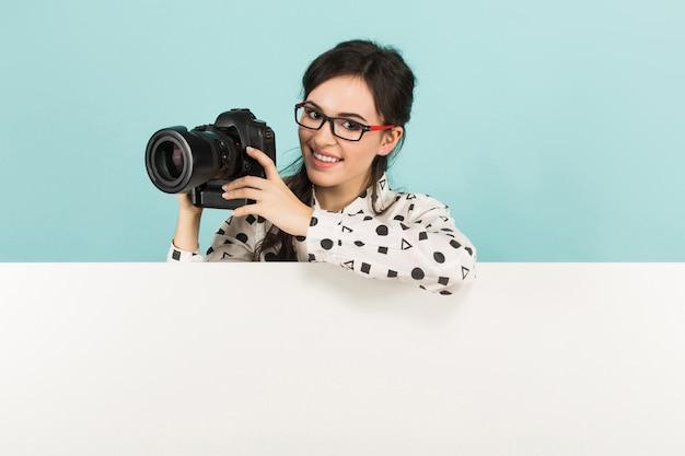 Mulher jovem, com, câmera