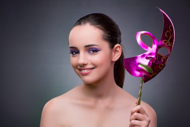 Mulher jovem, com, carnaval, máscara