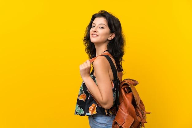 Mulher jovem, com, mochila