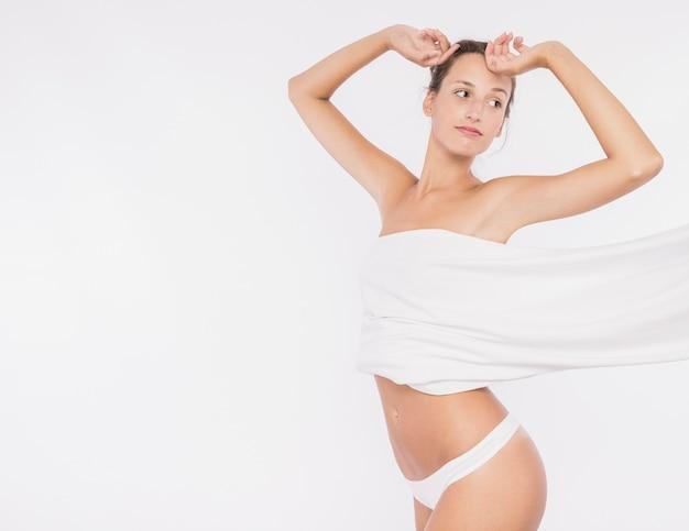Mulher jovem, com, peito coberto