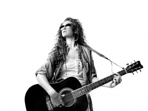 Mulher jovem, com, um, guitarra