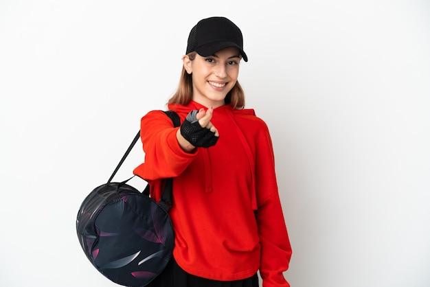 Mulher jovem desportiva com bolsa desportiva isolada no fundo branco a fazer gesto de dinheiro