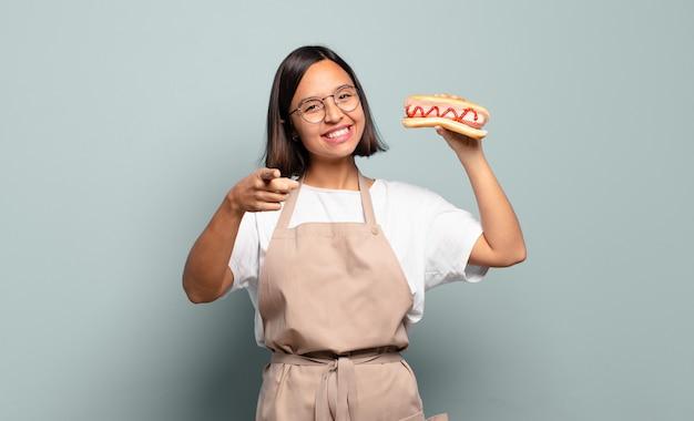 Mulher jovem e bonita chef. conceito de fast food Foto Premium