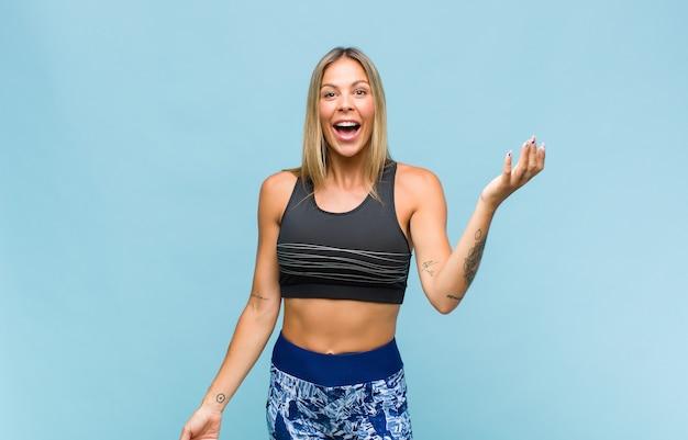 Mulher jovem e bonita com aparência de fitness