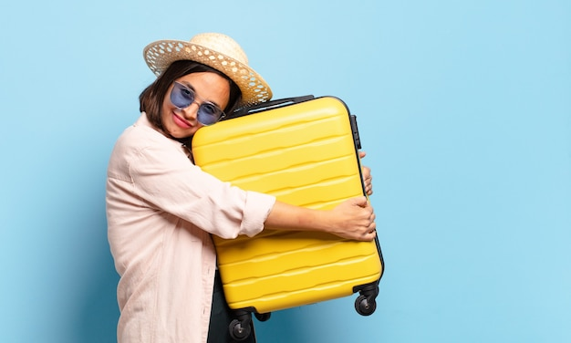 Mulher jovem e bonita. conceito de viagens ou férias