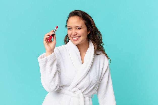 Mulher jovem e bonita vestindo roupão de banho
