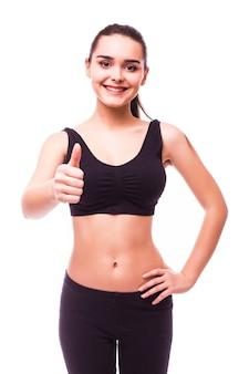 Mulher jovem e isolada em fitness mostra ok, isolado no branco