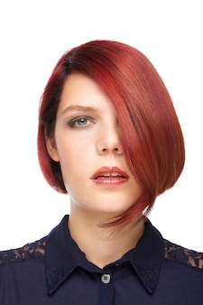 Mulher jovem elegante com penteado moderno