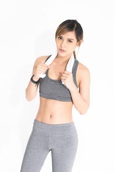 Mulher jovem, em, cinzento, exercício, roupas