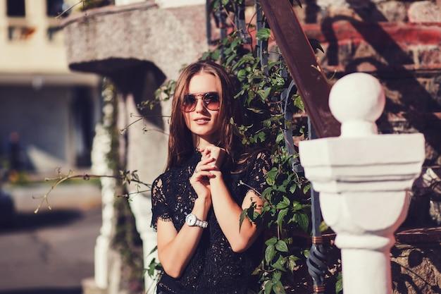 Mulher jovem, em, elegante, casual
