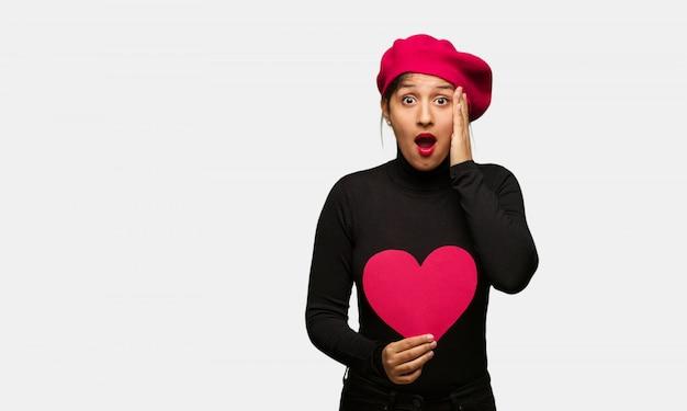 Mulher jovem, em, valentines day, surpreendido, e, chocado