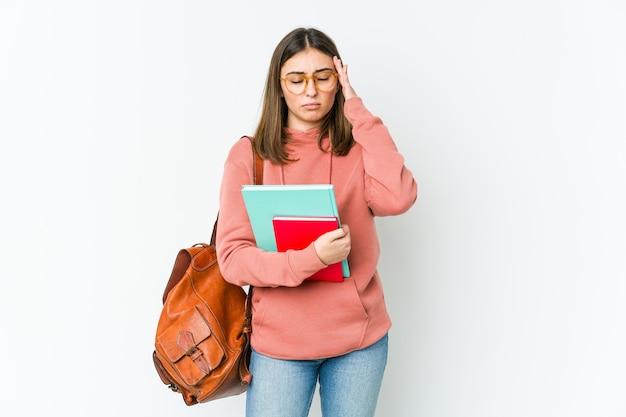 Mulher jovem estudante tocando as têmporas e tendo dor de cabeça