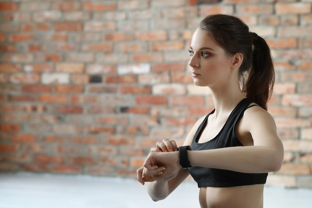 Mulher jovem exercícios