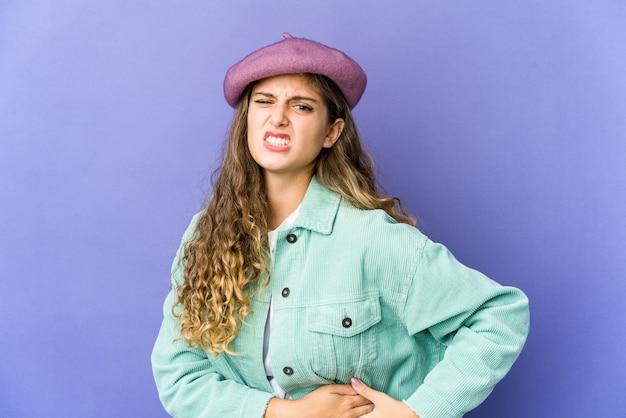 Mulher jovem expressando emoções isoladas