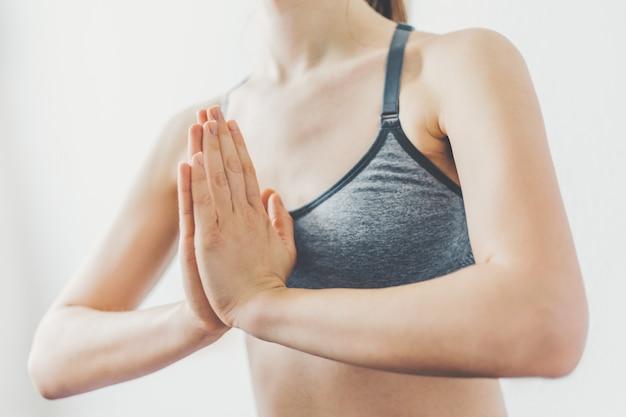Mulher jovem, fazendo, ioga, malhação