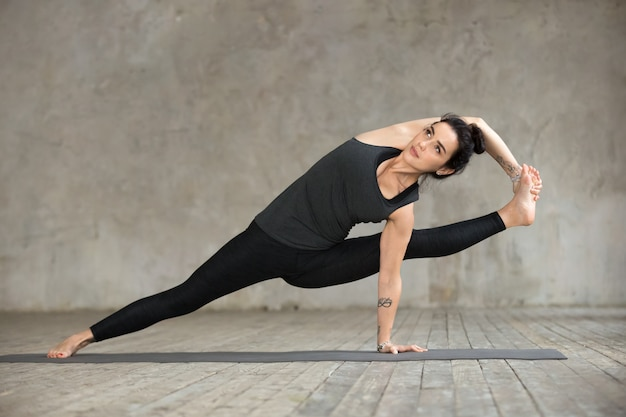 Mulher jovem, fazendo, visvamitrasana, exercício
