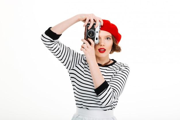 Mulher jovem fotógrafo