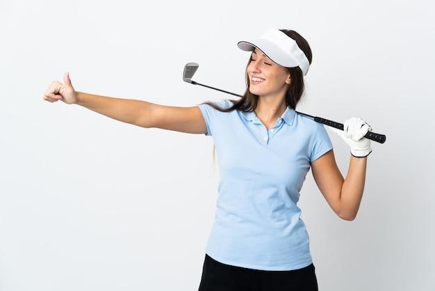 Mulher jovem golfista sobre fundo branco isolado fazendo um gesto de polegar para cima