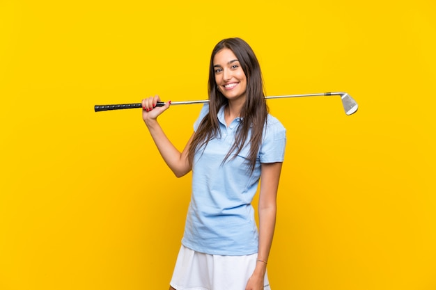 Mulher jovem golfista
