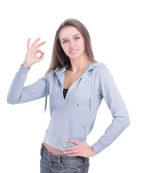 Mulher jovem moderna mostrando gesto ok. isolado em fundo branco