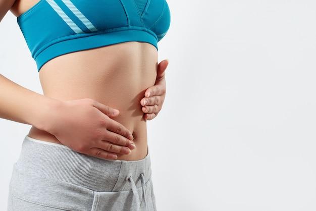 Mulher jovem, mostrando, dela, estômago
