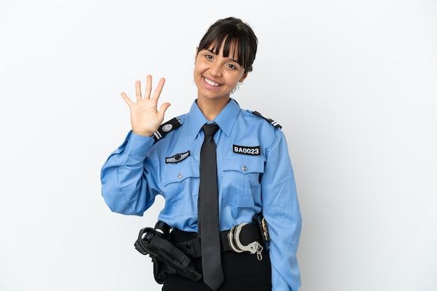 Mulher jovem policial mestiça isolada fundo contando cinco com os dedos