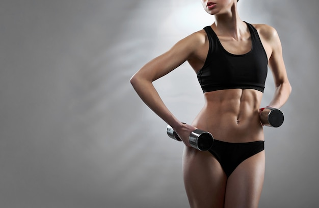 Mulher jovem saudável fitness