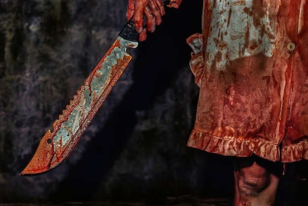 Mulher jovem, segurando, faca