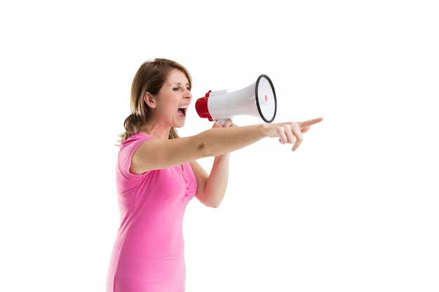 Mulher jovem, shouting, em, bullhorn, como, ela, gestos