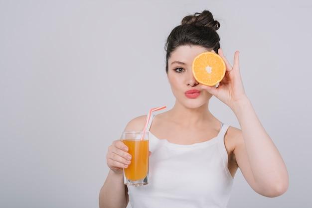 Mulher jovem, tendo, um, refeição saudável