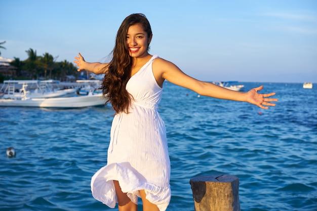 Mulher latina mexicana na riviera maya