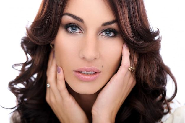Mulher linda com rosto bonito