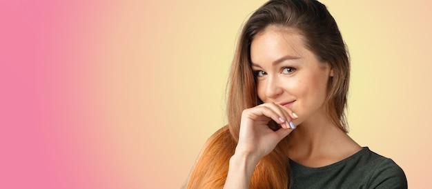 Mulher linda com um sorriso