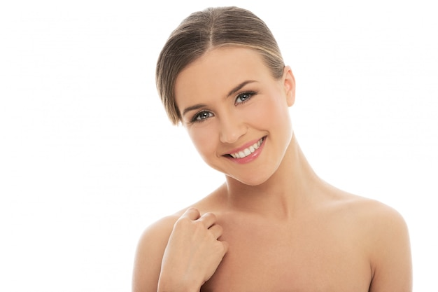 Mulher linda com uma pele perfeita