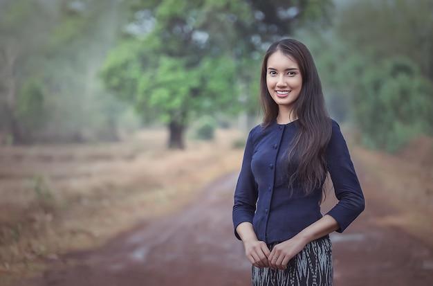 Mulher local tailandesa