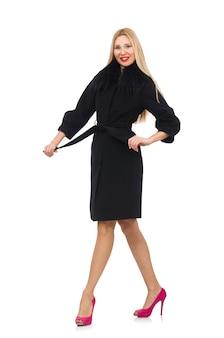 Mulher loira e bonita em casaco preto isolado no branco