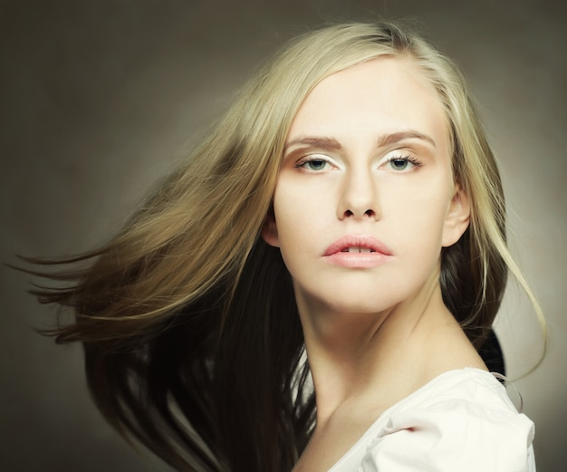 Mulher loira e bonita