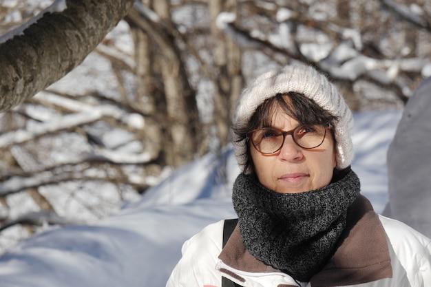 Mulher madura, em, inverno