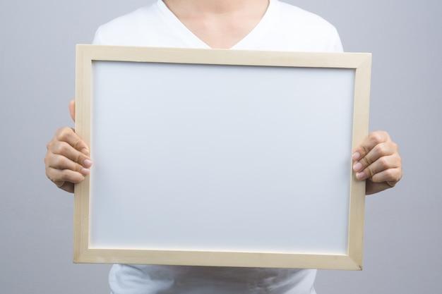 Mulher mão, segurando, em branco, frame madeira