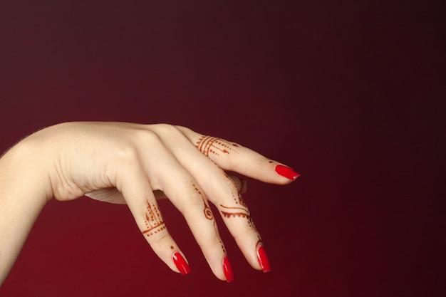 Mulher, mãos, com, mehndi