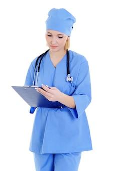 Mulher médica com estetoscópio - isolado no branco