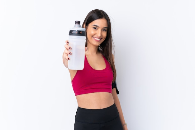 Mulher morena esporte jovem com garrafa de água de esportes