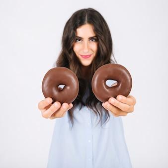 Mulher, mostrando, donuts