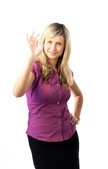 Mulher mostrando um gesto bem