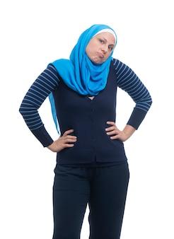 Mulher muçulmana árabe confusa. não tem idéia de expressão