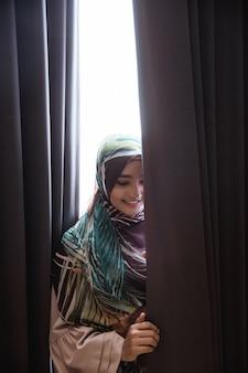 Mulher muçulmana asiática com hijab
