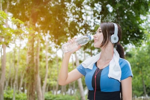 Mulher muito desportiva é água potável.