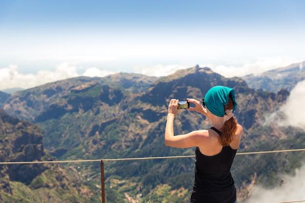Mulher nas montanhas