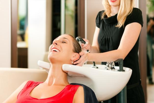 Mulher no cabeleireiro