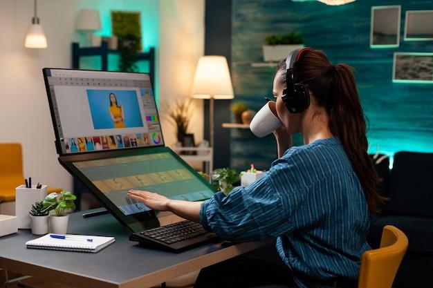 Mulher ocupada como editora usando fones de ouvido